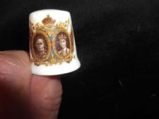 COLLECTABLE BONE CHINA THIMBLE FENTON GEORGE VI & QUEEN ELIZABETH MAY 1937